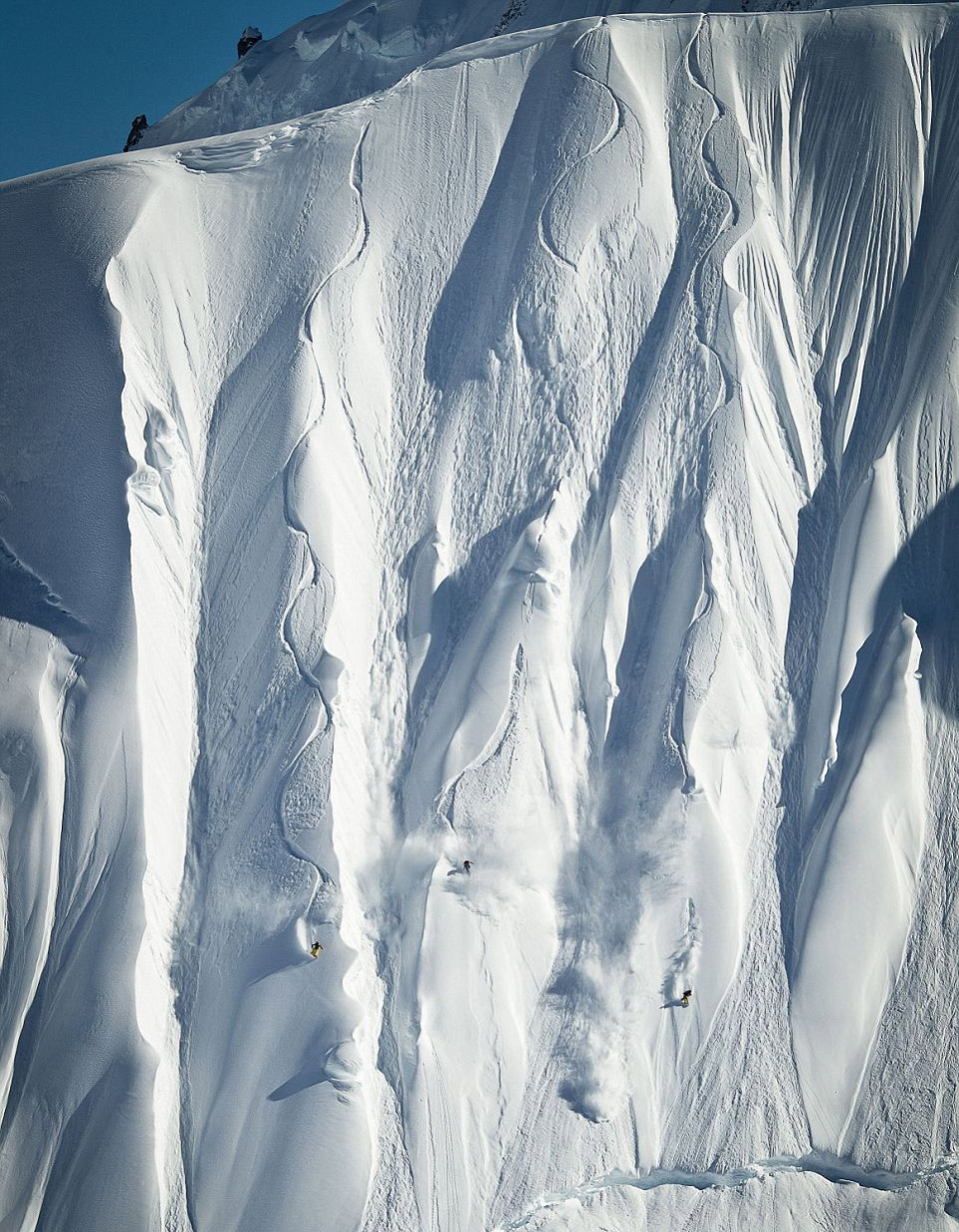 77first-snowboarders-to-conquer-vertical-alaskan-slope