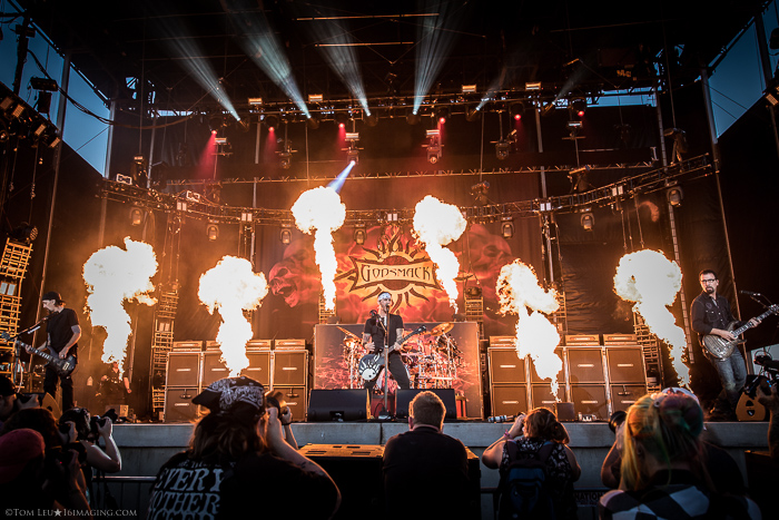 Concert photo of Godsmack on stage - tips for freelance photography
