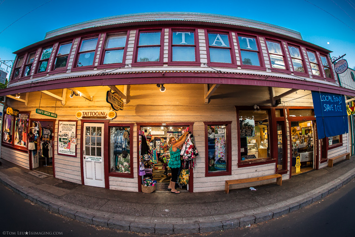 A tattoo shop taken in evening light with a fisheye lens - tips for freelance photography